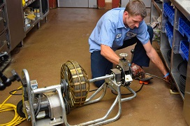 United Plumbing - Best-Drain-Cleaning-Springfield-Missouri-image of repairman using drain cleaning equipment