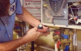 United Plumbing - Water-Lines-Best-Leak-Detection-Springfield-Missouri-image of repairman working on an interior water line